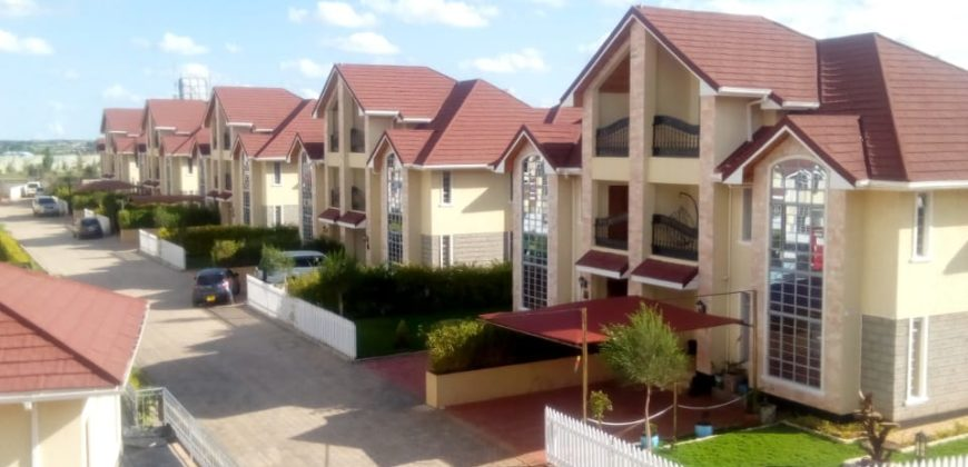 Strange Royal Finesse 5Bedroom Townhouses All Ensuite Now Selling In Home Interior And Landscaping Ologienasavecom